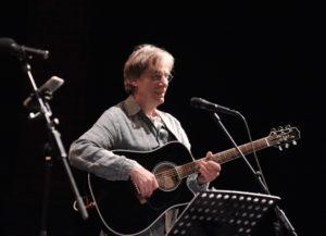 Amby Schillo - Gesang, Gitarre